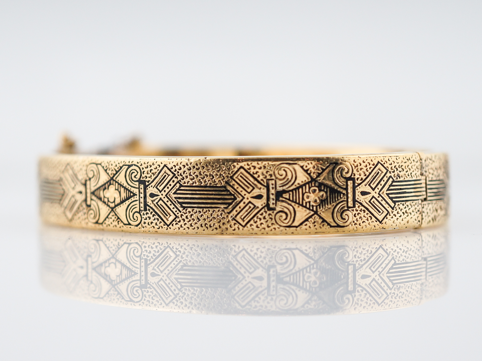 enamel image bangle icon and blossom yellow gold gucci