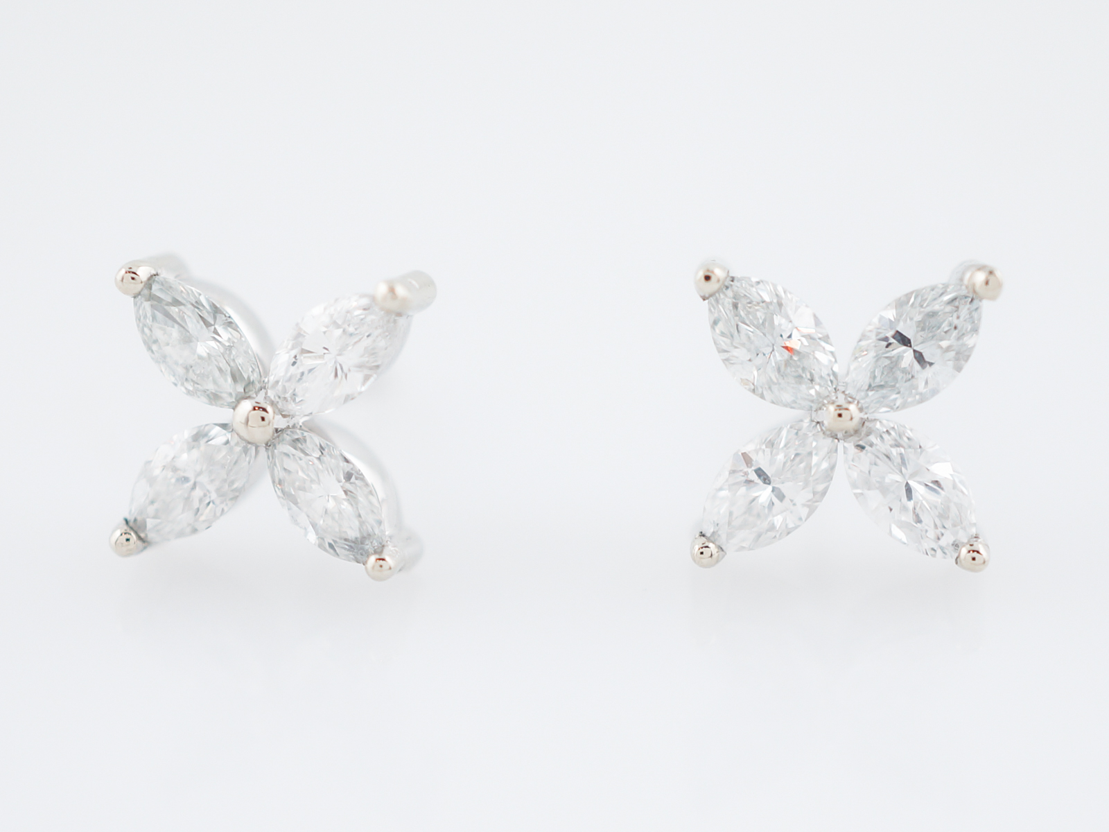 mount semi plus gold earring stud p diamond white