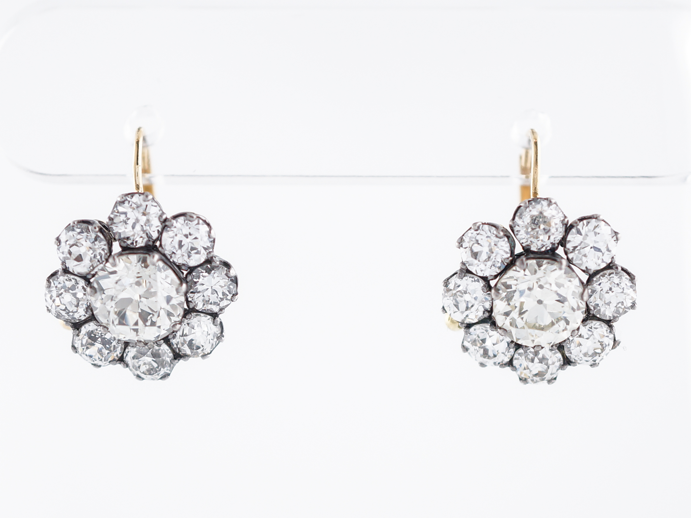 collection drop classic with white earrings product roberto coin diamond round diamonds gold