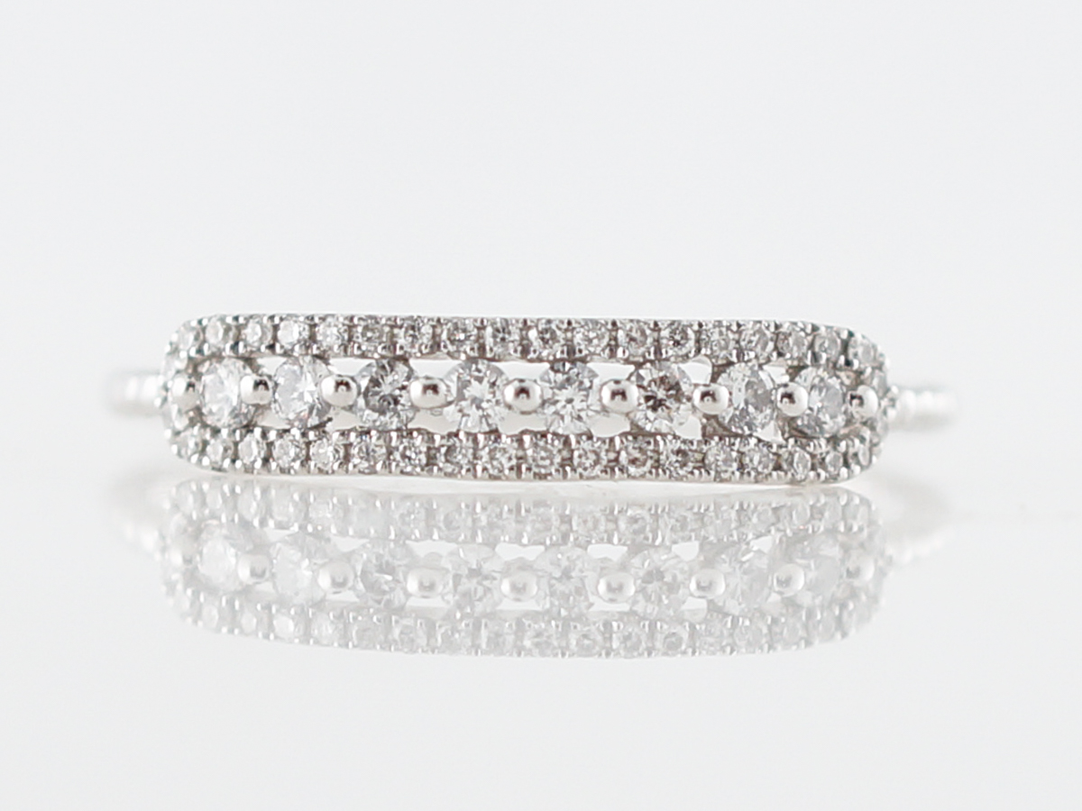 Petit Diamond Right Hand Ring in White Gold