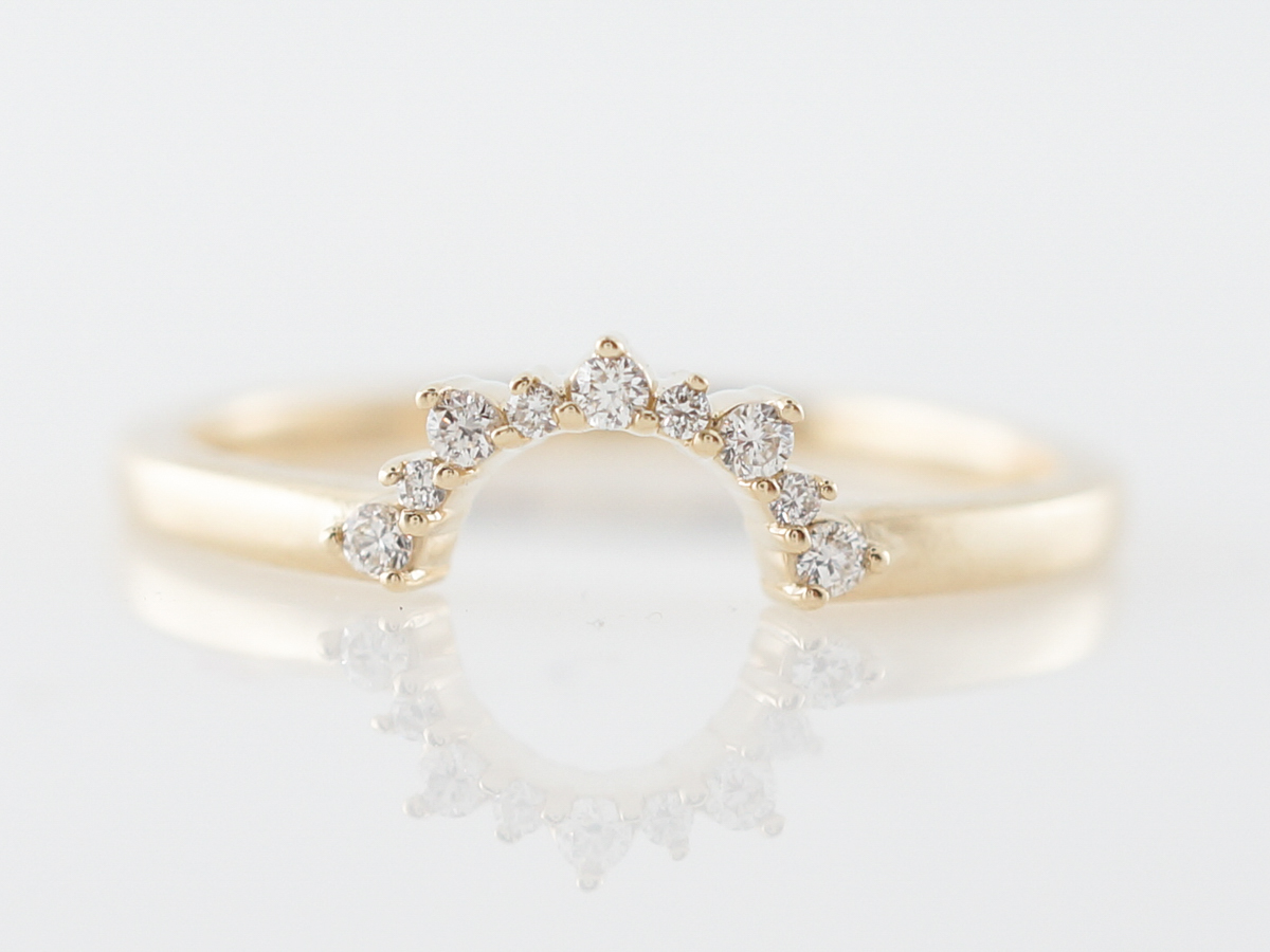 Round Brilliant Cut Diamond Curved Wedding Band in Yellow Gold