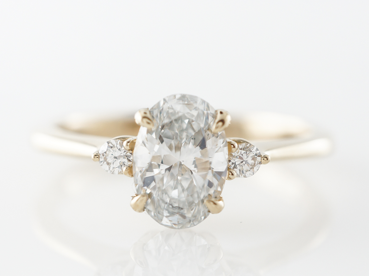 1 Carat Oval Diamond Engagement Ring in Yellow Gold