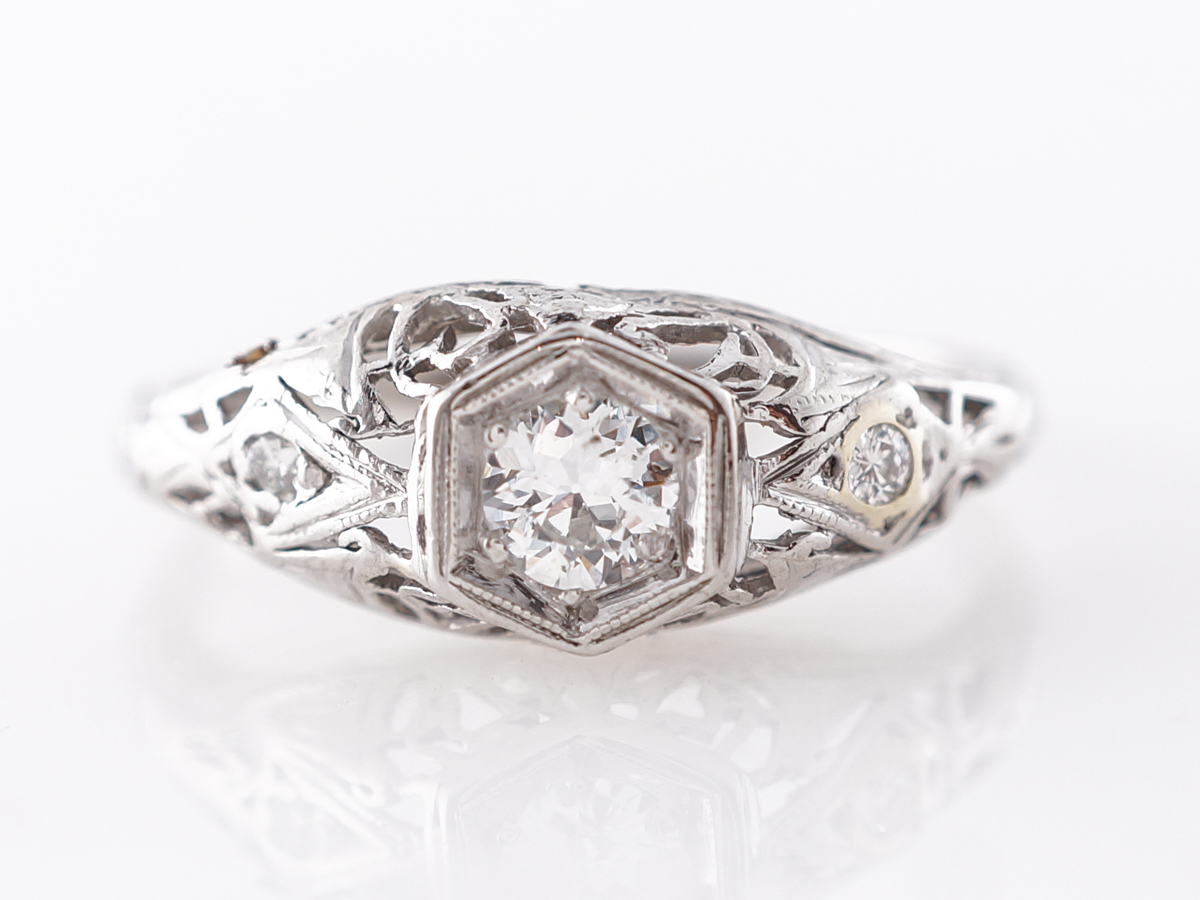 Vintage Deco Filigree Diamond Engagement Ring in Platinum