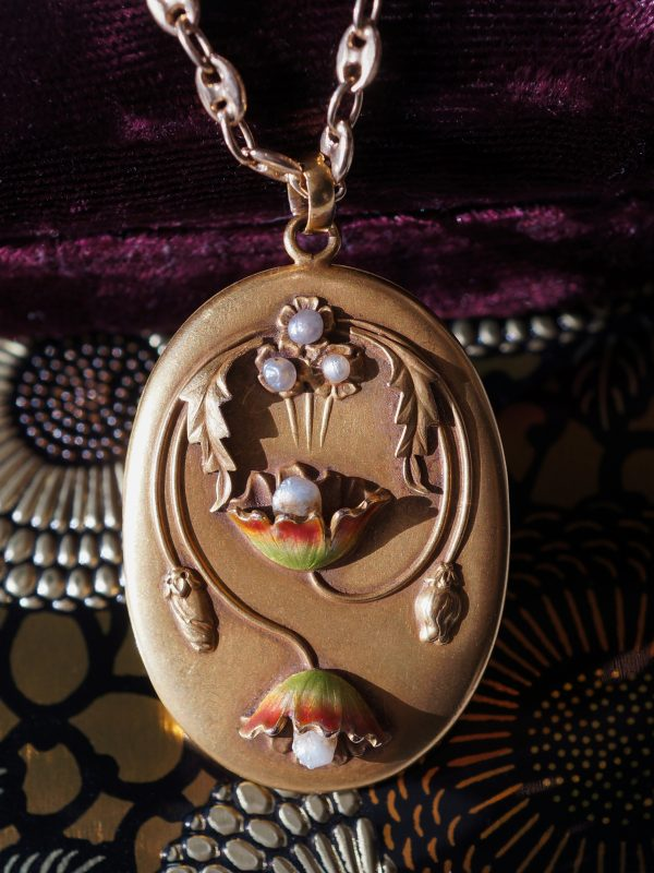 Vintage Art Nouveau Locket w/ Pearls in Yellow Gold