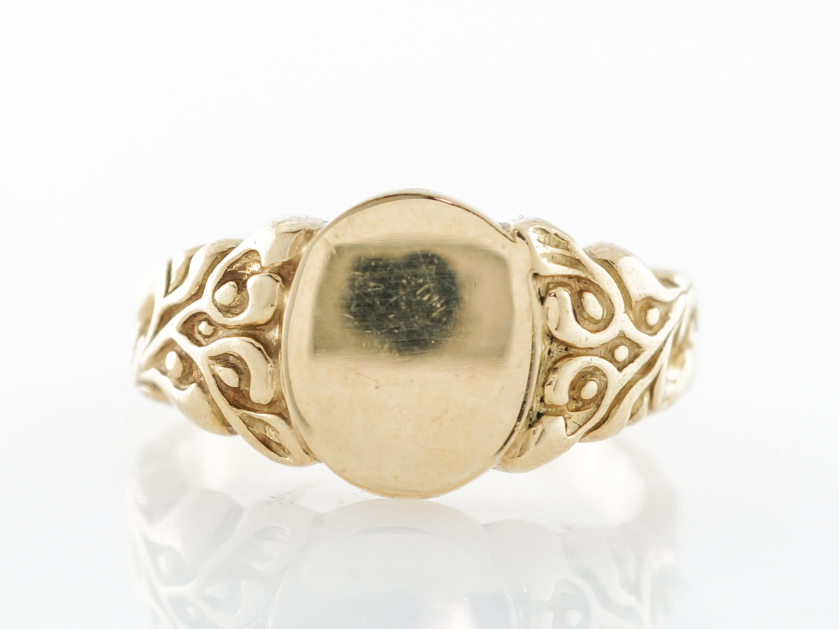 Victorian Signet Ring in 18k Yellow Gold