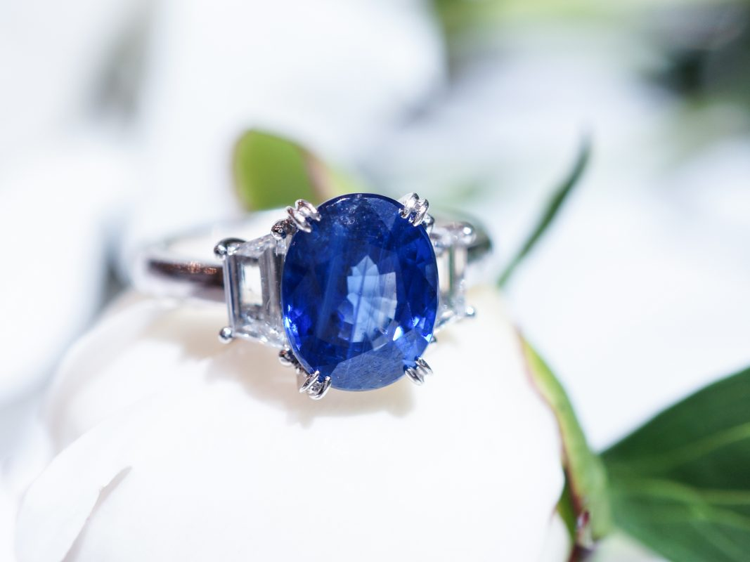 Oval Cut Sapphire w/ Diamonds Engagement Ring in 18k